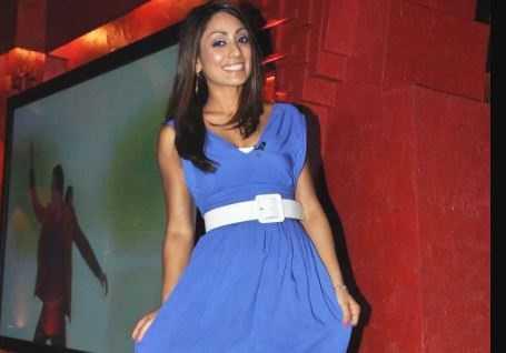 Sexy female cricketer Isa Guha