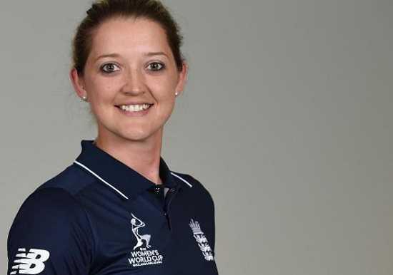 Sexy female cricketer Sarah Taylor